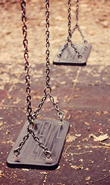 childsafety_swing